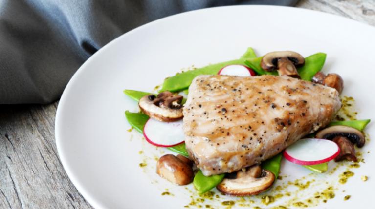 Thunfisch Steaks auf Gemüse